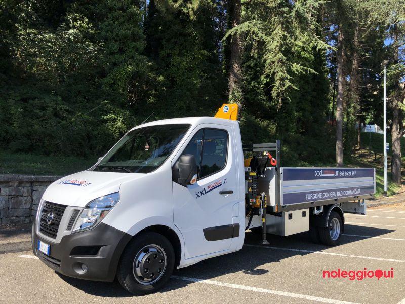 furgone con gru ad Arezzo