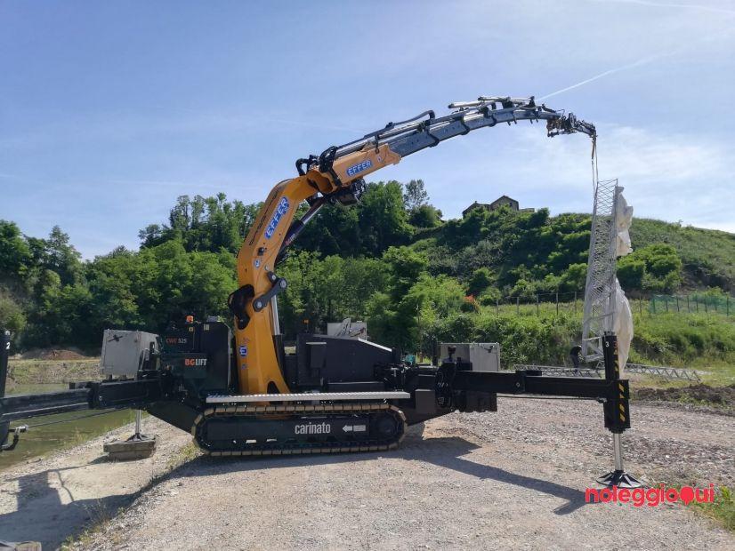 Noleggio Special crane cingolata con braccio articolato, jib idraulico accessoriabile con ventosa o cesta