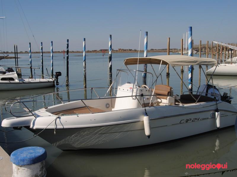 Imbarcazione a motore CAP 24 - noleggio con patente